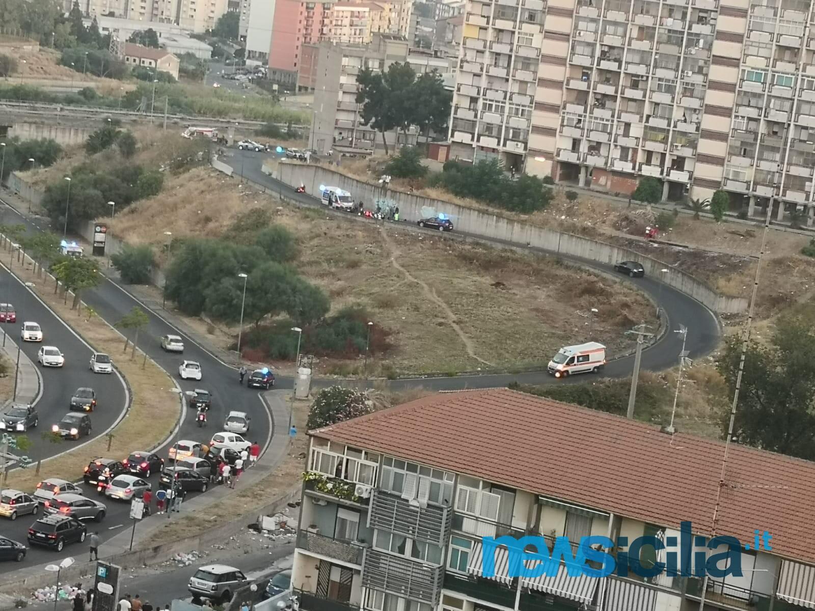 "Sparatoria a Catania, ""inferno"" a San Giorgio: 3 scooter e una moto a terra, ci sarebbero morti"