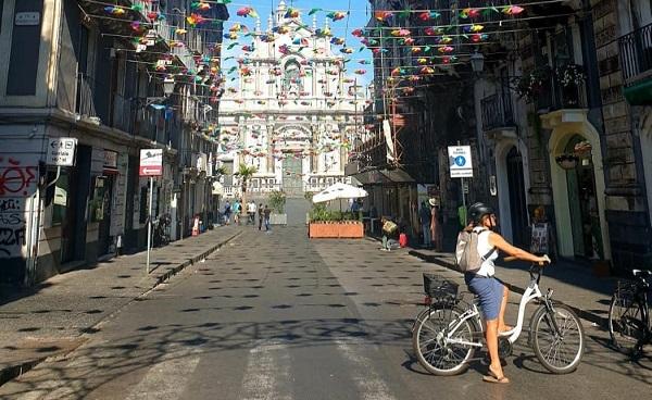 """Catania, l'ultimo tratto di via Garibaldi è diventato pedonale. Legambiente: """"Bella da togliere il fiato"""""""