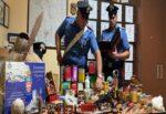 Coltelli, pistola e palla di cannone in casa e in un deposito: denunciati 3 anziani