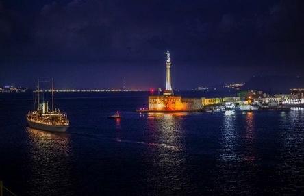 """Incanto al porto di Messina, arriva una delle imbarcazioni più grandi e di lusso al mondo: lo yacht """"SS Delphine"""""""