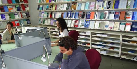 Unict, disponibile da oggi la consultazione di libri nella biblioteca di scienze politiche e sociali