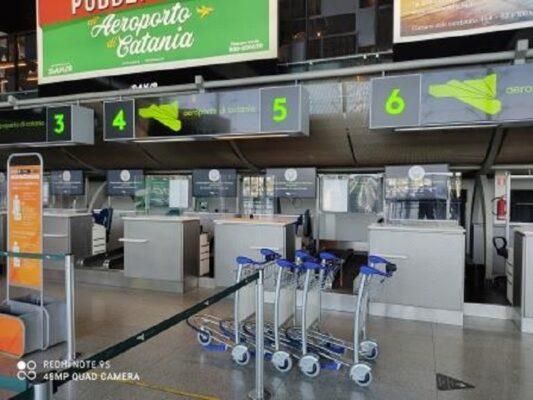 Tratta un prezzo sul peso in più dei bagagli all'aeroporto di Catania con un passeggero: denunciato dipendente