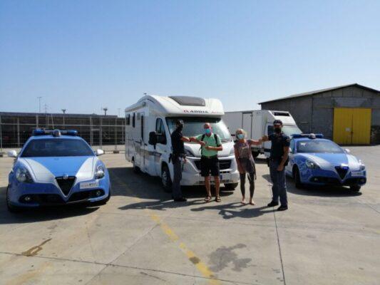 Catania, alla Playa rubato il camper a due turisti bergamaschi: beccato il ladro, mezzo restituito