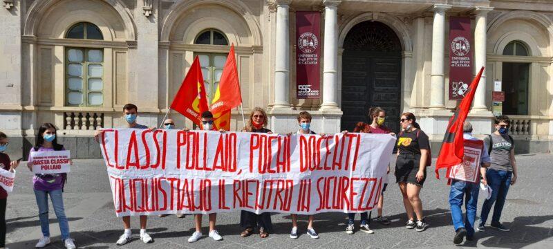 """""""Ora parliamo noi"""", il grido degli studenti alla Prefettura di Catania"""