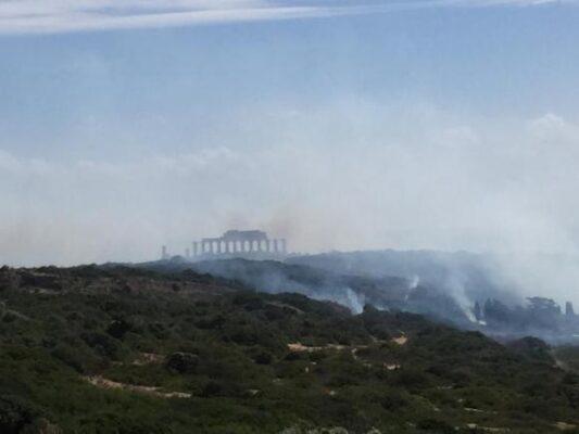 Incendio al Parco Archeologico di Selinunte: fiamme e fumo ovunque, Canadair in azione