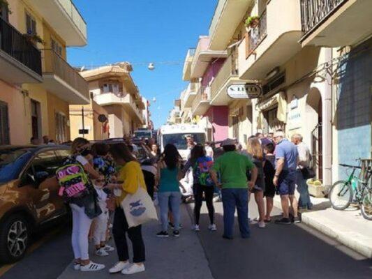 Paura in strada, scooter travolge donna incinta: trasportata in ambulanza al Pronto Soccorso