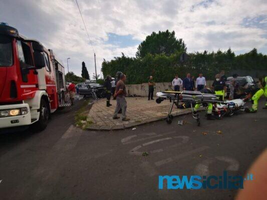 Violento scontro frontale tra Volkswagen e Mercedes nel Catanese: registrati feriti, intervenuto elisoccorso