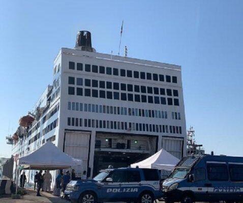 Sbarco migranti dalla nave Azzurra: in manette altri 3 clandestini con provvedimenti di espulsione