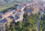 Case a un euro in Sicilia: attrice americana trasforma la sua nuova avventura in uno show televisivo