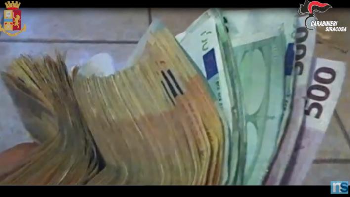 """""""Veniteci a trovare"""": Escobar in sottofondo e soldi sul tavolo, così i pusher sponsorizzavano lo spaccio – IL VIDEO"""