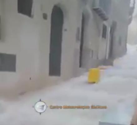 Sicilia nella morsa del maltempo, strade come fiumi e garage allagati: le immagini fanno il giro del web- VIDEO