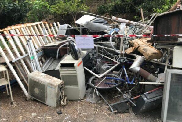 Discarica di rifiuti pericolosi e magazzino con bombole: doppia denuncia e area sequestrata