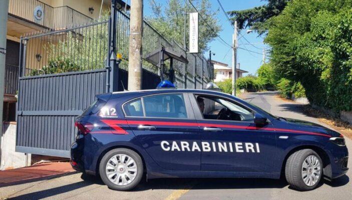 Trecastagni, ruba un'auto per comprare cocaina e poi chiede aiuto ai carabinieri. Arrestato 32enne