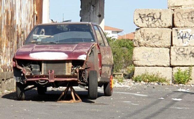 """Rimosse le auto abbandonate a Gravina di Catania. """"Nessun costo per il comune, pagano i proprietari"""""""