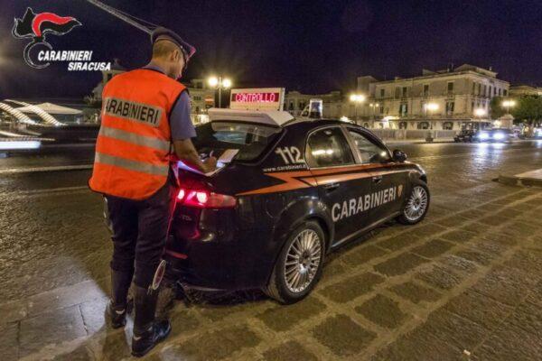 """Serata """"alternativa"""" ad Ortigia, meccanico esplode fuochi d'artificio in piazza: denunciato"""