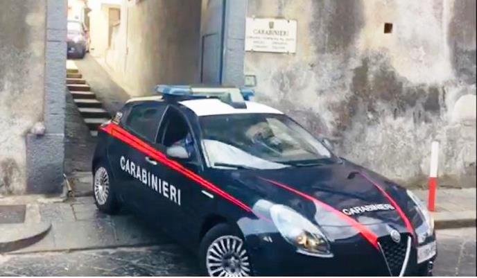 Catania, ruba il cellulare al barista mentre gli prepara il caffè: pregiudicato incastrato dalle telecamere