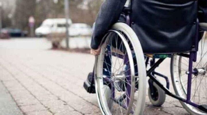 Disabili legati, presi a bastonate e derisi sui social: in carcere tre giovani, in attesa di convalida