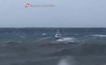 Disperso in mare dopo aver soccorso due ragazzi: si cerca Aurelio Visalli, sottufficiale della Guardia Costiera