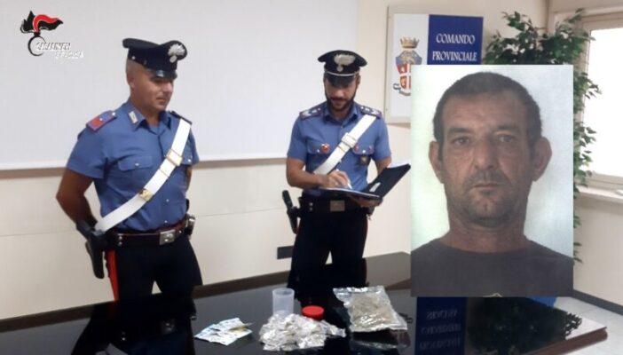Perquisizione in casa, Massimo Romano nascondeva in camera da letto marijuana e soldi