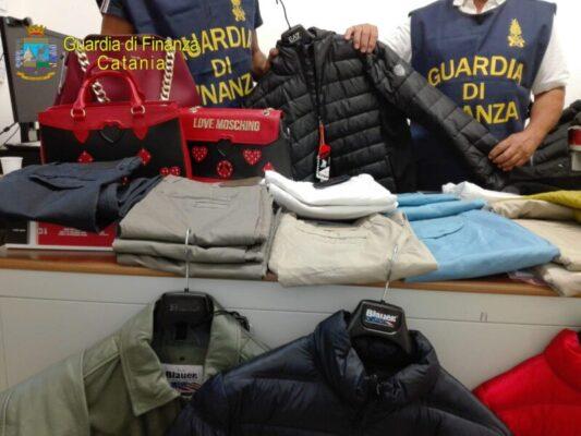 Capi di abbigliamento contraffatti: maxi sequestro in due negozi del Catanese