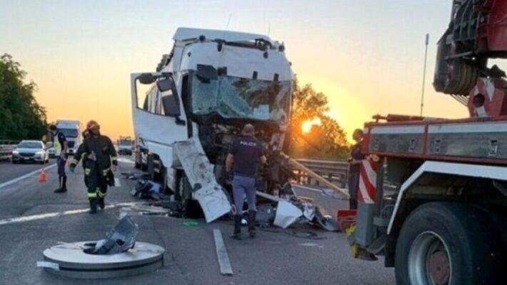 Terribile incidente lungo la A4, scontro tra due tir: muore sul colpo Salvatore Gallo, camionista siciliano