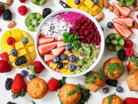 Colori a tavola, la loro importanza a colazione: 6 menù per 6 colori secondo la biologa nutrizionista Accardo