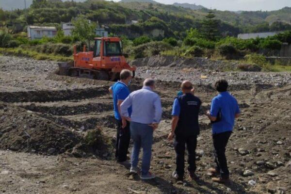 """Alluvione nel Messinese, intervento della Regione. Musumeci: """"Ruspe ed escavatori al lavoro sul torrente Longano"""""""