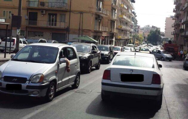 """Catania, oggi riaprono le scuole: dov'è il piano del traffico? Parisi: """"Percettori del Reddito davanti agli istituti"""""""
