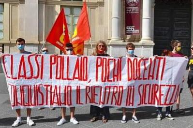 """Scuola, Italia in protesta: classi """"pollaio"""" e mancata stabilizzazione precari, si manifesta anche a Catania"""