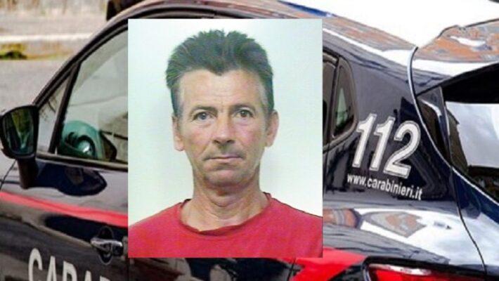 Troppo ubriaco in una piazza del Catanese, si nasconde dentro auto per sfuggire ai militari e li insulta: arrestato