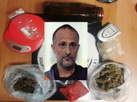 Aci Catena, vende la marijuana a piccole dosi e si giustifica dicendo che è per uso personale: ai domiciliari 50enne