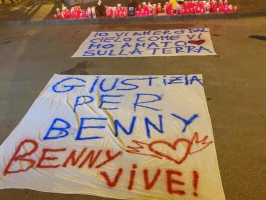 """Ucciso dopo lite per una ragazza, gli amici di Benedetto Ferrara sul luogo dell'omicidio: """"Giustizia per Benny"""""""