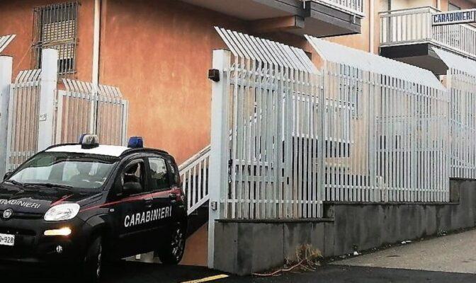 Assicura la propria auto ma scopre di essere truffato su WhatsApp: denunciata donna nel Catanese
