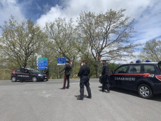 Armi e cartucce non dichiarate nelle campagne del Messinese, carabinieri denunciano padre e figlio