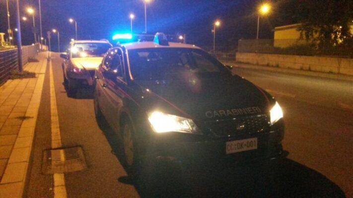"""Pusher di pericolosa droga sintetica """"sorpreso"""" dai carabinieri mentre spacciava in auto: arrestato 21enne"""