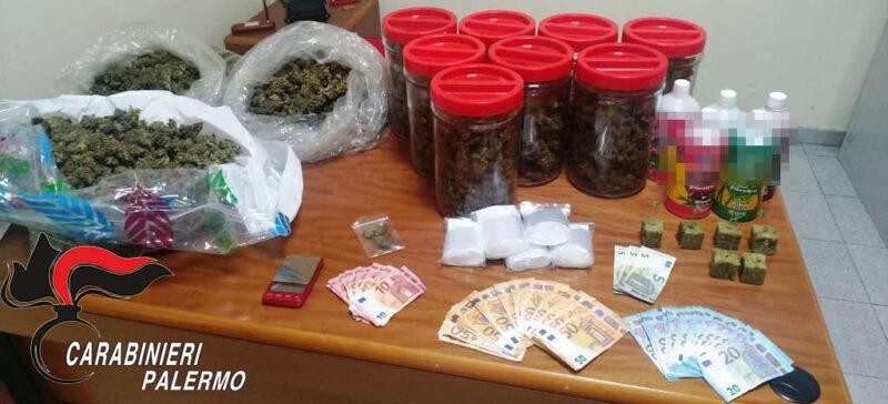 In casa con oltre 3 chili di marijuana essiccata, piantine e materiale per il confezionamento: arrestati 2 cugini spacciatori
