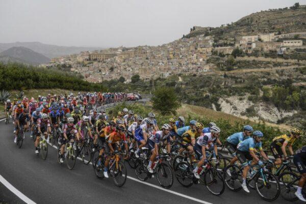 Giro d'Italia, una festa mobile di emozioni a costo zero