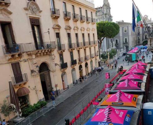 Giro d'Italia 2020, Catania si tinge di rosa: al via la quarta tappa – FOTO