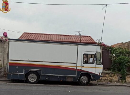 Catania, continuano i controlli: sequestrato un carrozzone di panini