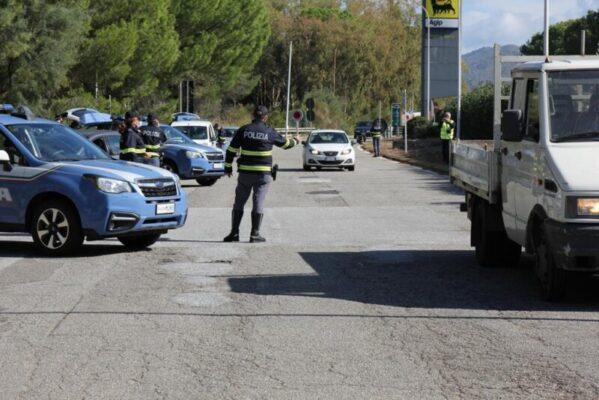 Maxi posto di blocco lungo la A20: controllati un centinaio di veicoli, elevate 76 contravvenzioni