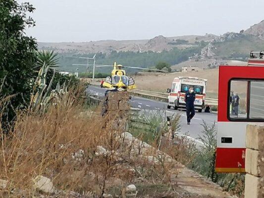 Incidente nel Catanese, colpo di sonno fatale per un 55enne: finisce contro un muro e muore