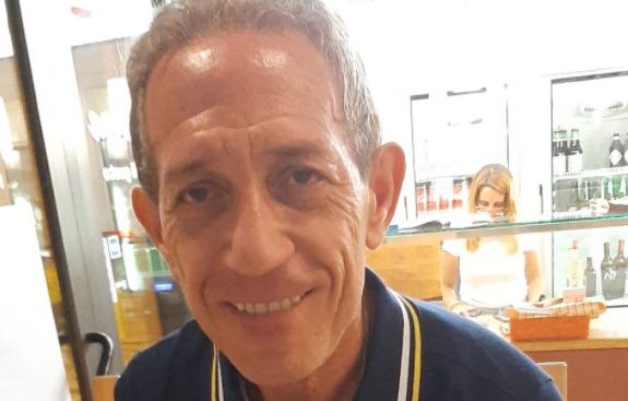 Sale sul tetto per sostituire l'antenna tv ma precipita al suolo, muore Nicola Arini: indagini in corso