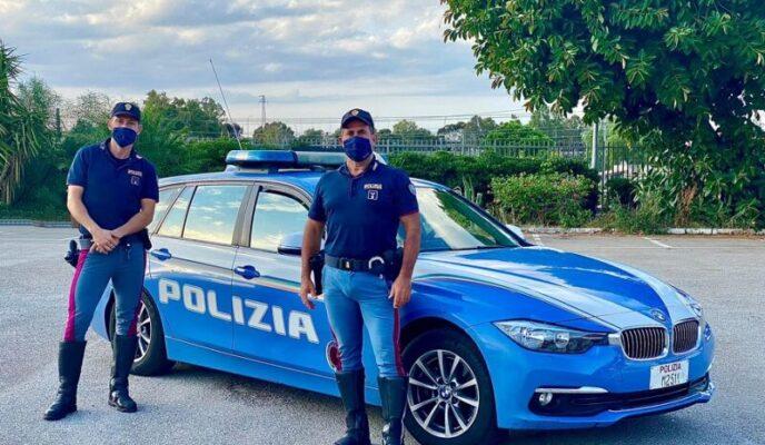 Bimbo accusa malore improvviso, nella corsa all'ospedale si guasta l'auto dei genitori: salvato dalla Polizia