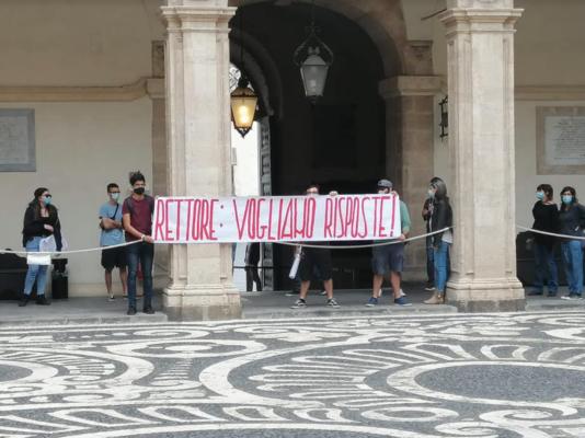 """Protesta studenti dell'Unict e presidio nel Rettorato. """"Chiediamo estensione termini tassa degli irregolari"""""""