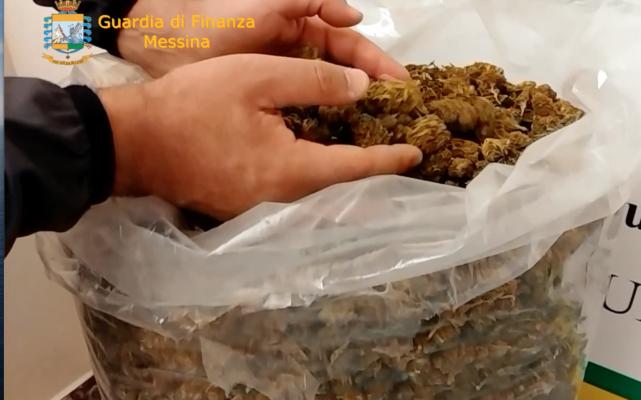 Dalla Sardegna alla Sicilia, Finanzieri scoprono pacco sospetto: all'interno oltre 5 chili di marijuana