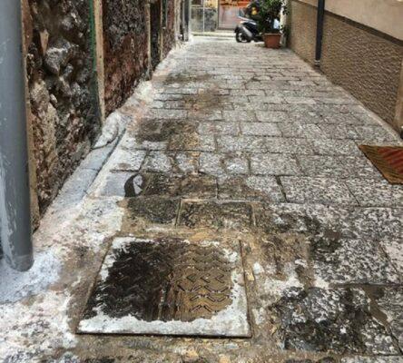 """Centro di Catania """"minacciato"""" dai liquami, cattivo odore vicino ai locali della movida: le segnalazioni dei nostri lettori- FOTO"""