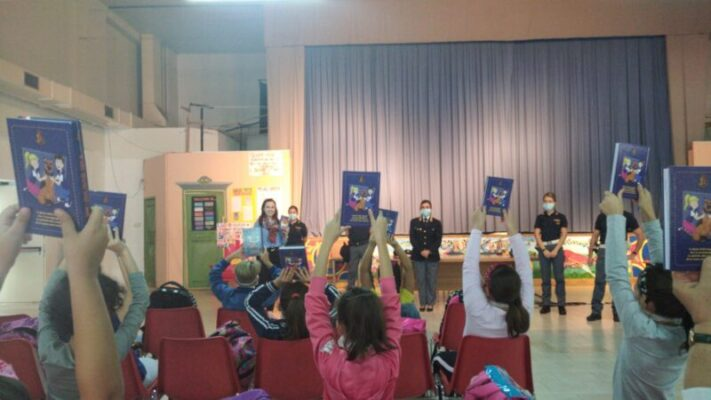 """I piccoli alunni della """"Pestalozzi"""" di Catania incontrano gli agenti della Polizia di Stato"""