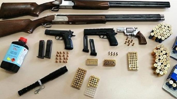 """Randazzo, armi e munizioni in luogo pubblico: 46enne """"incastrato"""" dall'auto parcheggiata male"""