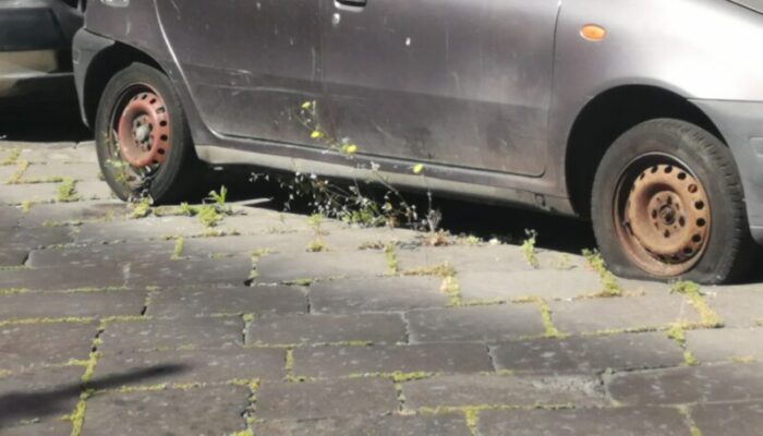 Catania, auto abbandonate nelle strade: l'allarme del comitato Romolo Murri