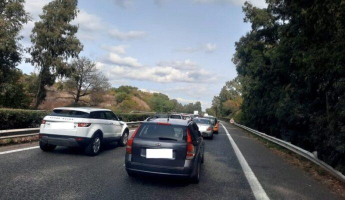 Maxi incidente sulla A18, coinvolti 4 veicoli: 15enne ferito al Policlinico, traffico in tilt